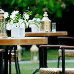 Die richtigen Gartenmöbel sorgen für Sitzkomfort im Freien