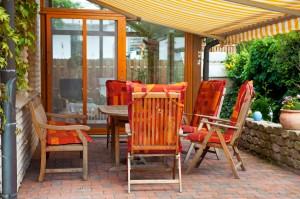 Terrasse-mit-Sitzgruppe-aufwerten