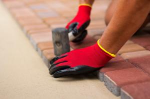 Terrasse-selbst-pflastern-ist-ganz-einfach